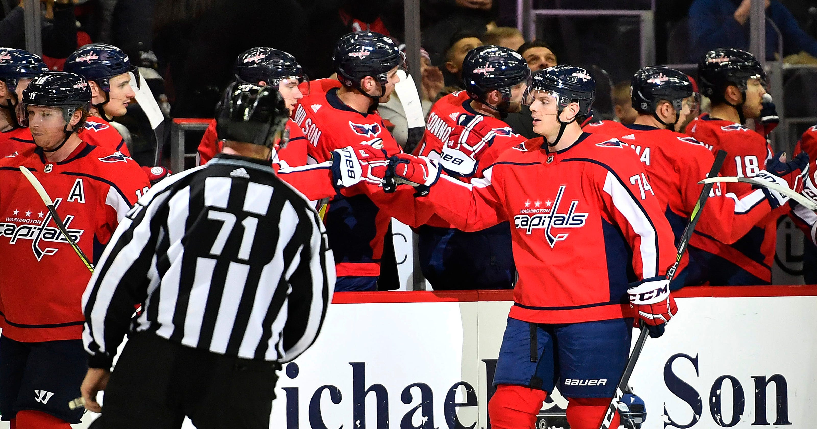 c393a5ca4 Washington Capitals beat New Jersey Devils to take lead in Metropolitan  Division