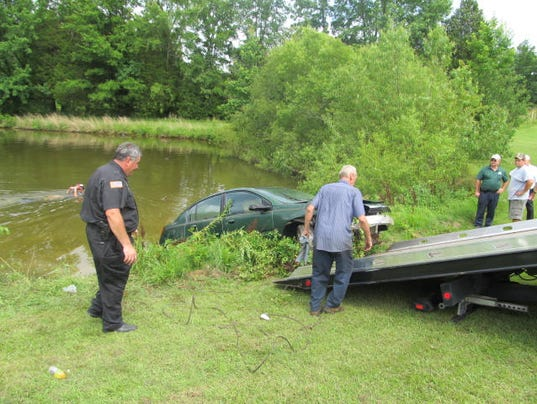636347588355651717-Huntingdon.pond-car-007.jpg