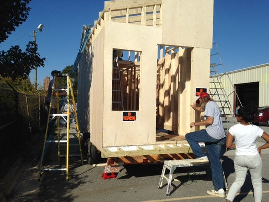 Volunteers build tiny house to fight homelessness for Virtual tiny house builder