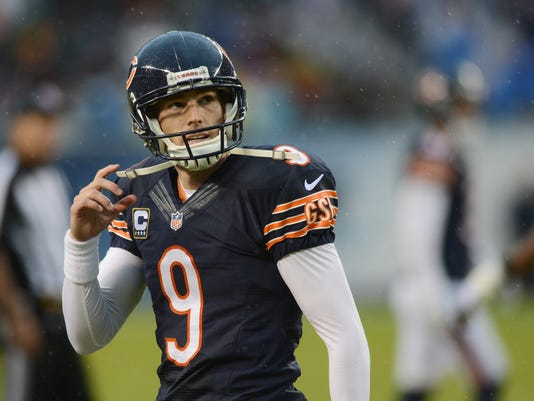 Chicago Bears kicker Robbie Gould walks off the field after missing a field goal-attempt to tie an NFL football game against the Washington Redskins in Chicago, Sunday, Dec. 13, 2015. (Joe Lewnard/Daily Herald via AP) MANDATORY CREDIT; MAGAZINES OUT