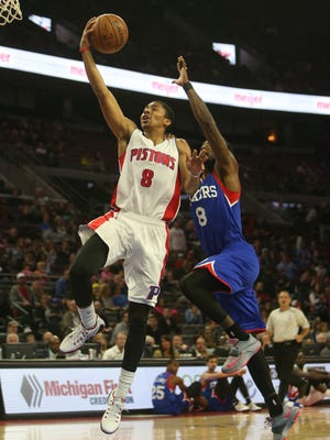 Detroit Pistons Spencer Dinwiddie drives against the Philadelphia 76ersTony Wroten during third period action Thursday, October 23,2014 at the Palace of Auburn Hills.