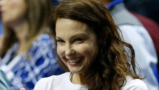 Ashley Judd motions toward the Kentucky bench before the first half of the NCAA college basketball Southeastern Conference tournament championship game between Kentucky and Arkansas, in Nashville, Tennessee on March 15, 2015.