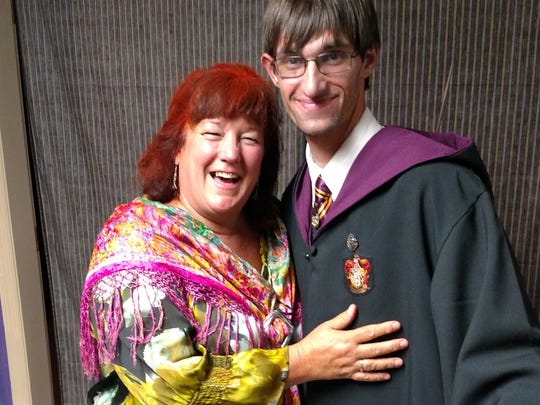 Jeannie Clayton and Dylan Patrissi as Mrs. Weasley and Harry Potter at the 2016 Hogwarts on Del Prado.