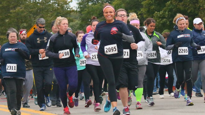 Courtney Handren (2095) gets off to a swift start during Saturday's Heroes on Hines 5K race.