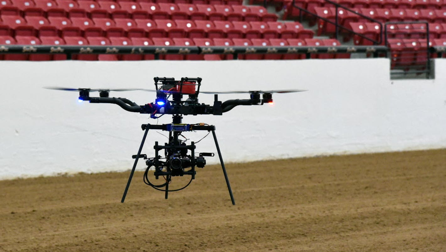 FAA expects 600,000 commercial drones to fly next year