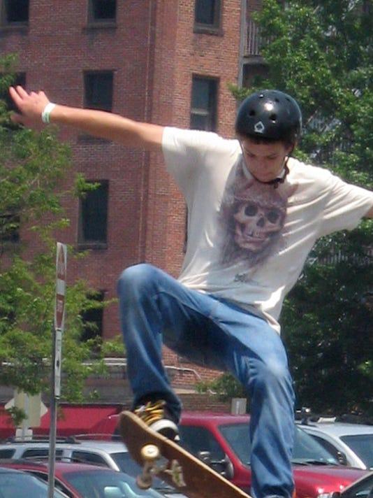 -SS-skaters-60708-0950.jpg_20080609.jpg
