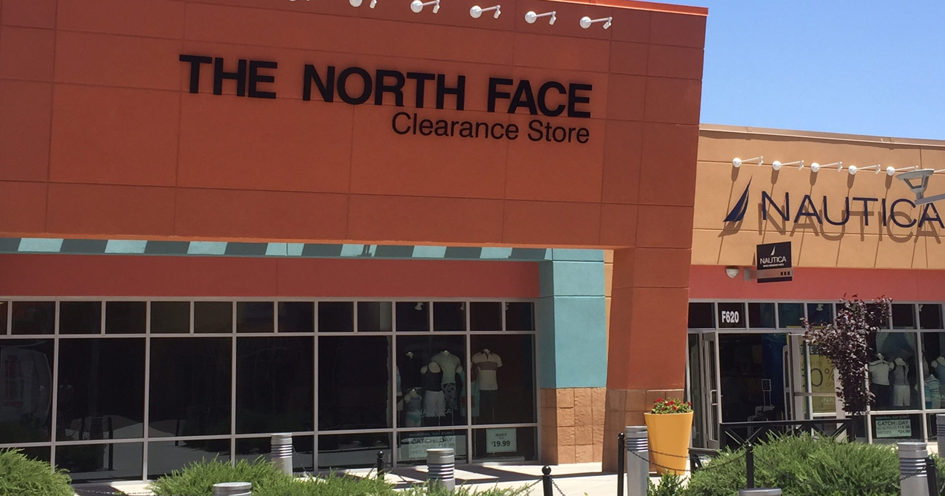 buy popular dc10a f324a North Face opens outlet clearance store