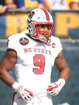 North Carolina State defensive end Bradley Chubb (9) warms up before playing Pittsburgh on Oct. 13, 2017, at Heinz Field