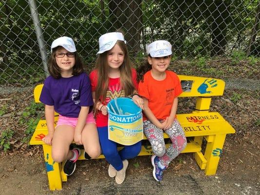 Hudson Hosts Lemonade Stand 1