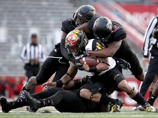 Maryland running back Lorenzo Harrison III, center