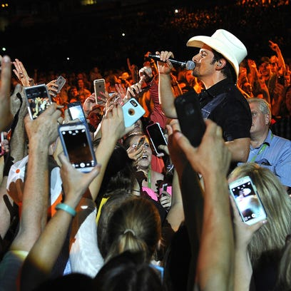 Brad Paisley performs among the fans at the 2015 CMA