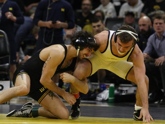 636526853139900564-180127-Iowa-Vs.-Michigan-Wrestling-07-BR.jpg