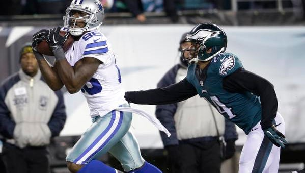 Dallas Cowboys' Dez Bryant (88) pulls in a touchdown against Philadelphia Eagles' Bradley Fletcher (24) during the second half of an NFL football game, Sunday, Dec. 14, 2014, in Philadelphia.