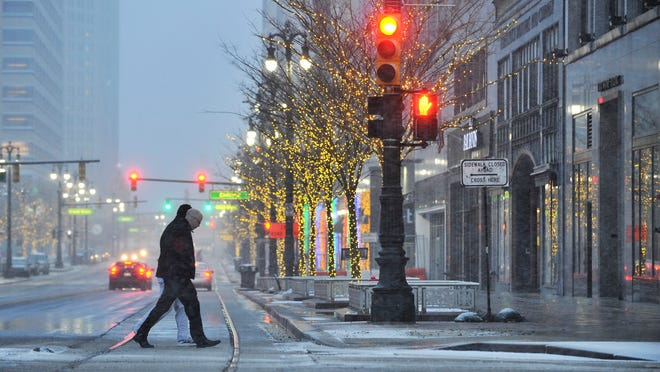 Detroit and Ann Arbor are expected to receive between 1 to 2 inches of snow, Pontiac around 3 inches by Sunday morning, the weather service predicts.