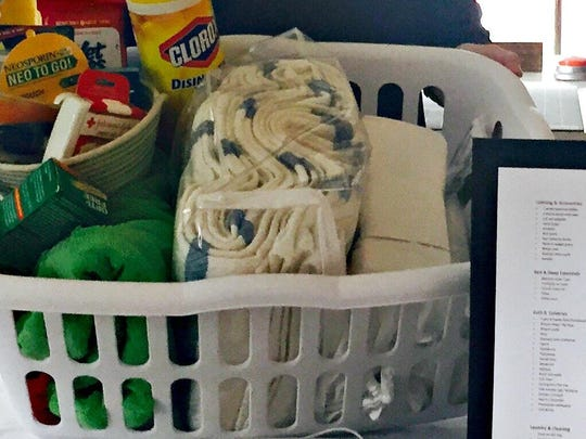 Some of the items included in the essential college packing checklist include towels and toiletries.