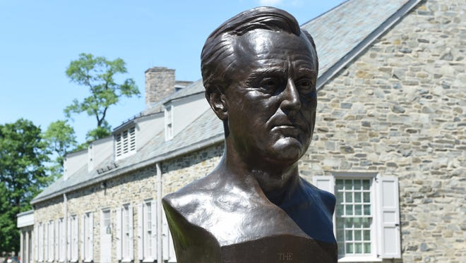 A bust of FDR outside the FDR Presidential Library and Museum.