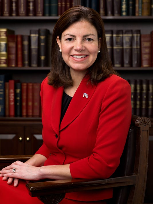 635960748801051922-Kelly-Ayotte-Official-Portrait-112th-Congress-2.jpg