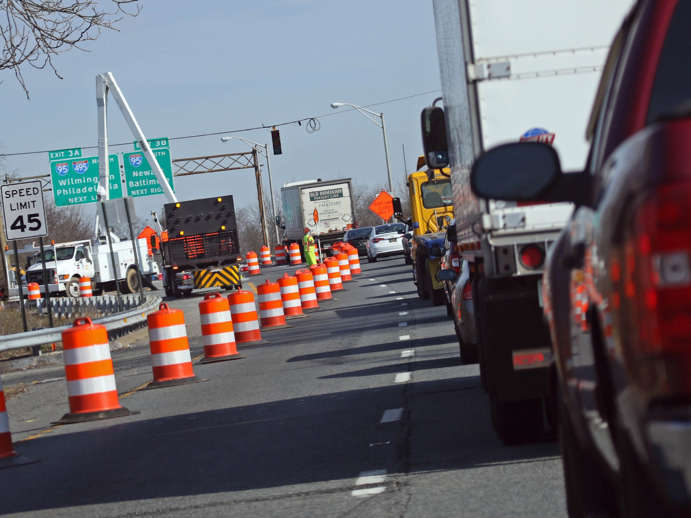 Traffic is delayed on Del. 141 northbound during daily construction on the I-95 overpass.