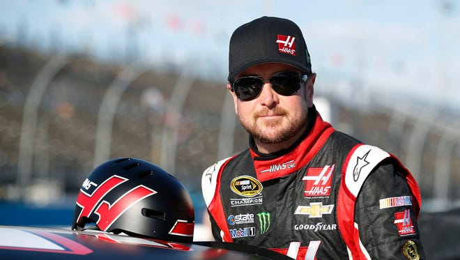 Kurt Busch Busch led the 43-car morning practice session with a speed of 136.768 miles per hour.