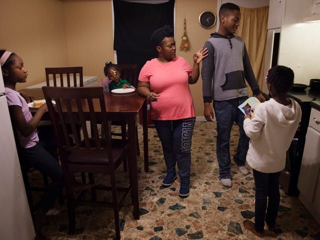 Kennetha Paterson instructs her children Myasia 11, lelt, Zynovia, 4, Jaquan, 15, and Kalanni, 7, to prepare dinner at their home Tuesday, Feb. 21, 2017, in Chapmansboro, Tenn.