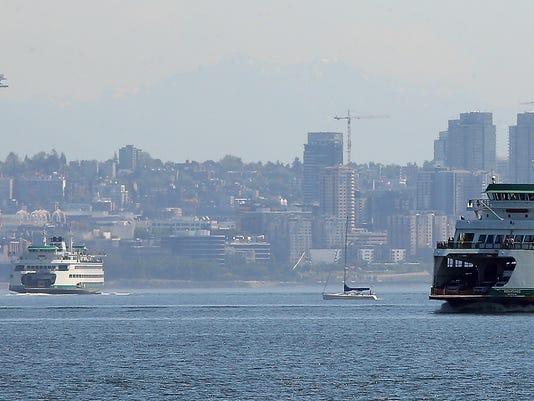 Ferry-Seattle-Skyline-01.JPG