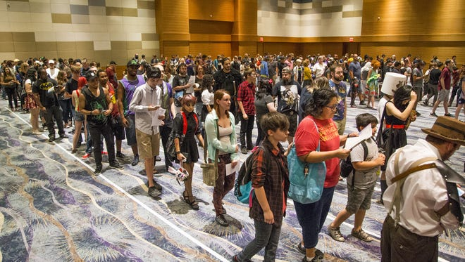 The Phoenix Comicon got underway Thursday, May 25, 2017, at the Phoenix Convention Center.  Hundreds line up to register.