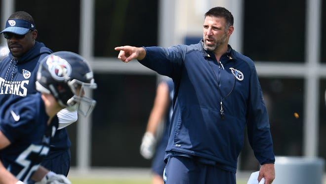 Titans head coach Mike Vrabel gives instructions to his team during Rookie Mini-Camp at Saint Thomas Sports Park Saturday, May 12, 2018, in Nashville, Tenn.