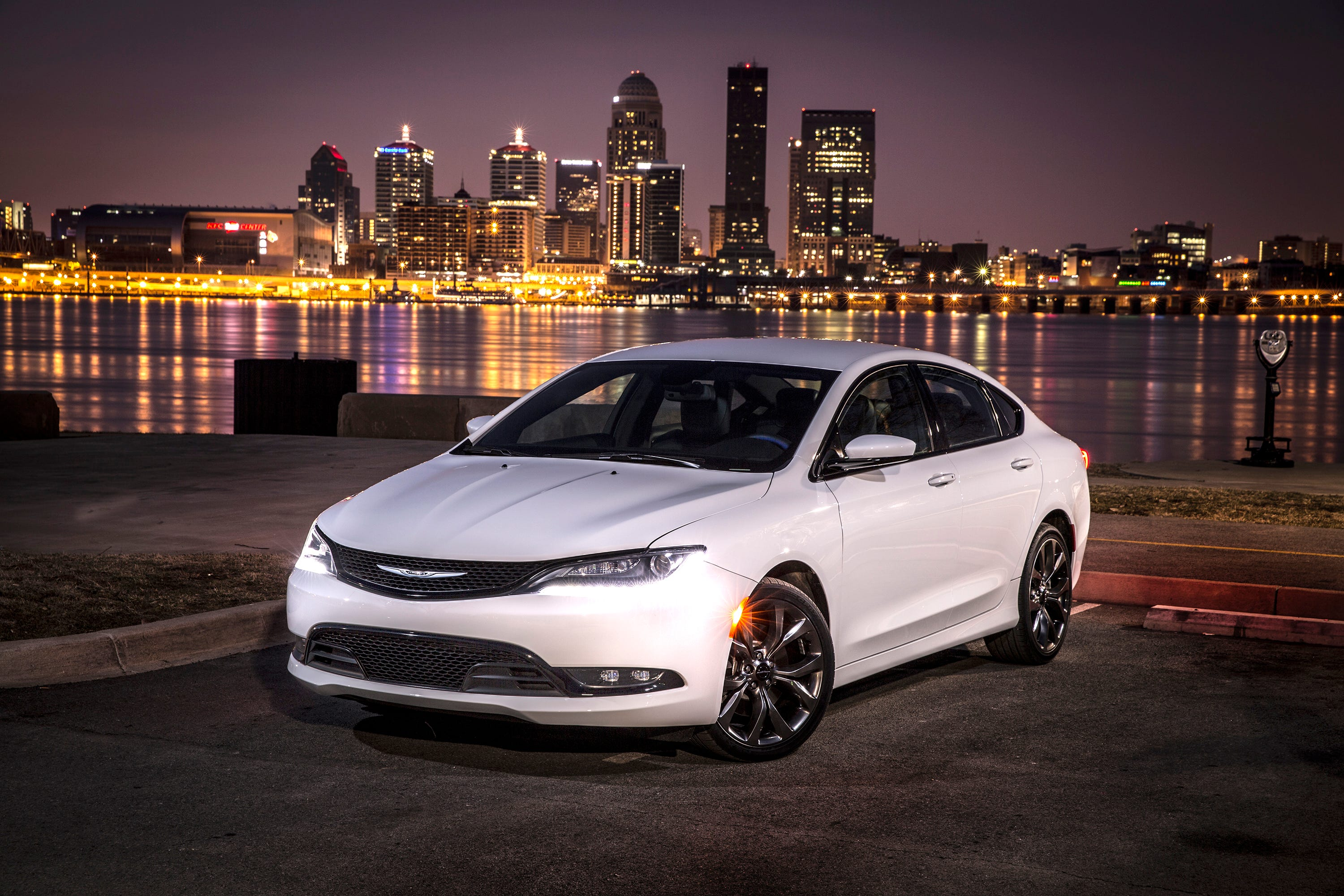 Chrysler 200: Special Care