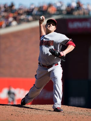Arizona Diamondbacks relief pitcher David Hernandez (30) pitches the ball against the San Francisco Giants during the eighth inning at AT&T Park on Sept. 19, 2015.