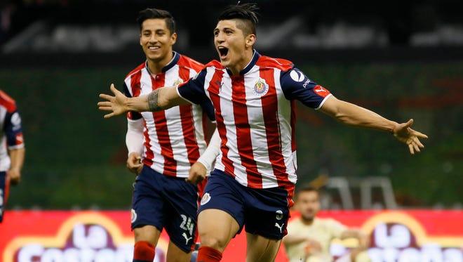 Las Chivas del Guadalajara eliminaron al América  en serie de penales 1-1 (4-3) en el estadio Azteca.