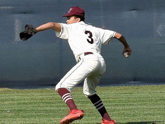 Western Hills center fielder Jaxson Pittman (3) gets