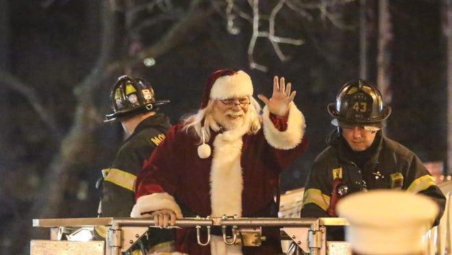 Santa Claus kicks off the Christmas Festivals at the Morristown Green on November 27,2016 .