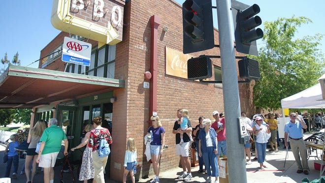 People line up for free food at Joe's Real BBQ during their annual Customer Appreciation Day in 2005.