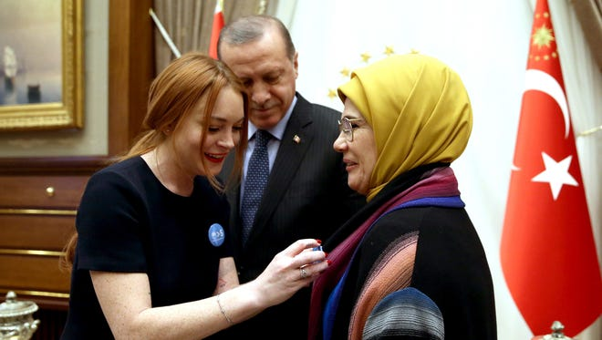 Lindsay Lohan, who had volunteered in Turkey with refugees fleeing Syria in early 2016, visited Turkish President Recep Tayyip Erdogan in January with Syrian refugee Bana Al-Abed, whose tweets of life under siege in Aleppo went viral before she was evacuated in late 2016.