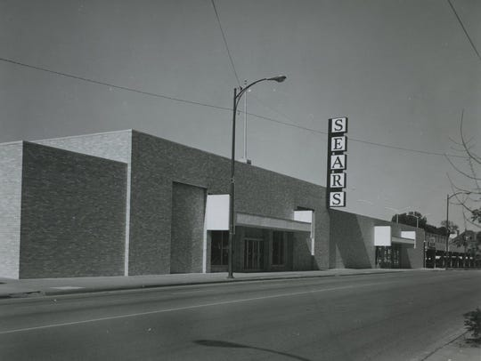 Springfield's Sears moved to the Battlefield Mall in