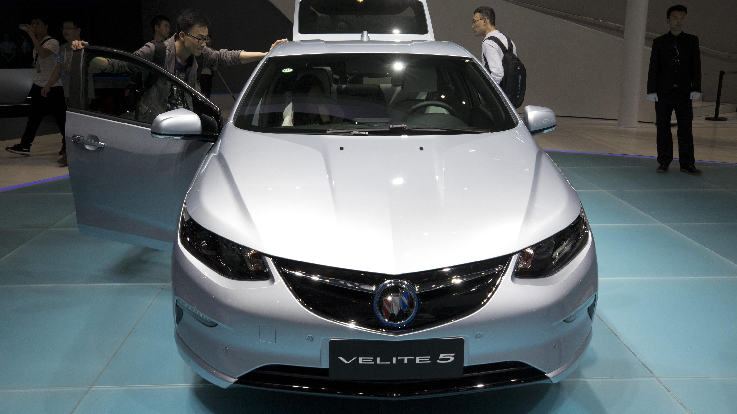 GM plans to launch 10 electric cars in China by 2020