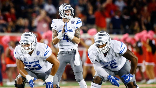 Memphis quarterback Riley Ferguson (middle) calls a play during a game against Houston on Oct. 19.