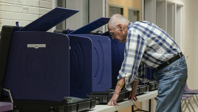 Richard Otter, former Anderson mayor, votes at Concord Elementary School precinct during state primary voting in Anderson on Tuesday, June 12, 2018.