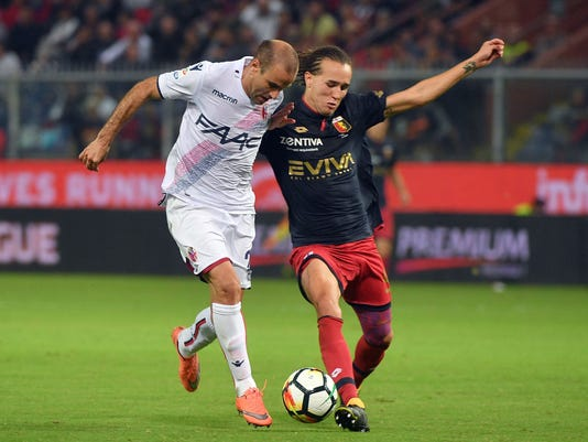 Genoa's Diego Laxalt, right, and Bologna's Rodrigo Palacio vie for the ball during the Serie A soccer match between Genoa and Bologna, at the Luigi Ferraris stadium in Genoa, Italy, Saturday, Sept. 30, 2017. (Luca Zennaro/ANSA via AP)