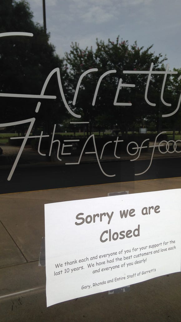 A note on the door of Garrett's the Art of Food thanks customers.