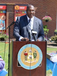 Toriano Giddens, principal of Towne Point Elementary