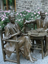 Lifelike statues of Eleanor and Franklin D. Roosevelt