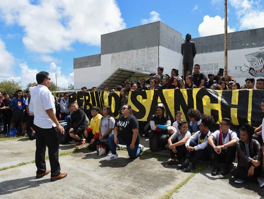 636449212357697868-Sanchez-protest-04.jpg