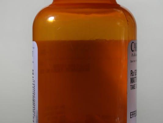 B03 pill bottle 14_001