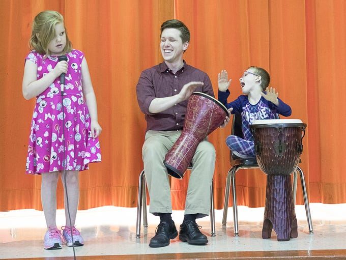 """(L-R) Josie Gibson sings """"You're Welcome"""" as Josh Houston"""