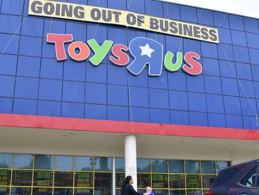 006-Final Saturday at Toys R Us as retailer begins final week  stores in Paramus and Totowa