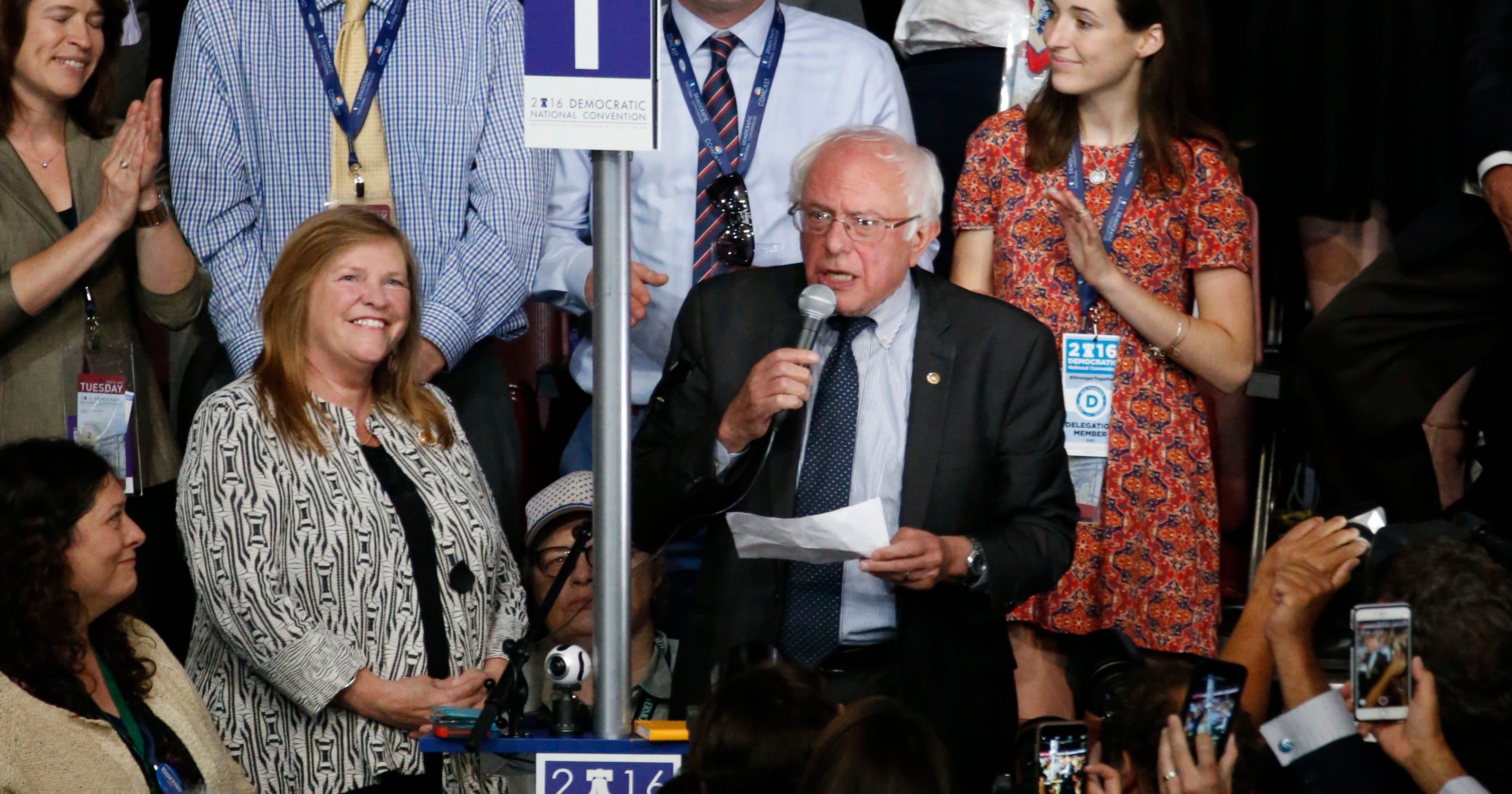Sanders makes an important gesture during roll call