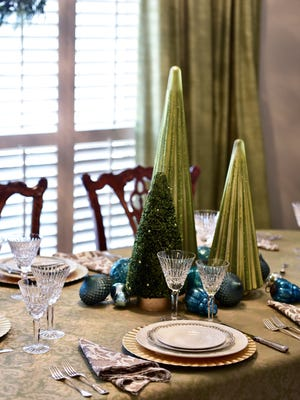 The Timmons/Blackmon House is predominnantly decorated in greens, blues and silvers.