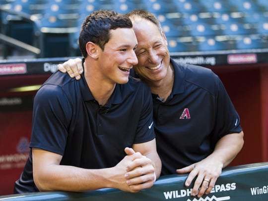 Former Arizona Diamondbacks player Luis Gonzalez (right)