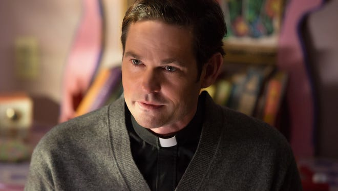 """Father Tom (Henry Thomas) is a lonely priest in """"Ouija: Origin of Evil."""""""
